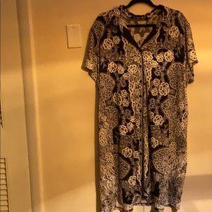 Plus size 26/28 black and white button down dress